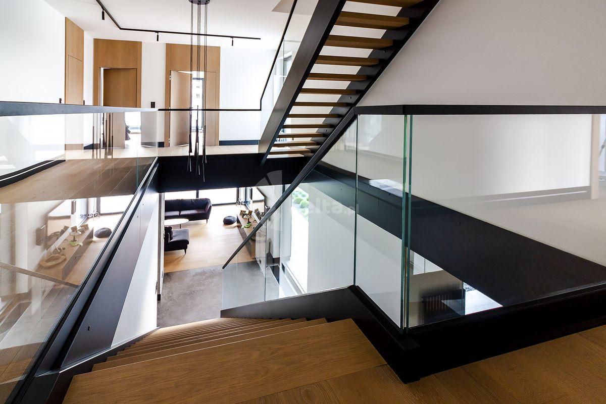 schody z policzkami