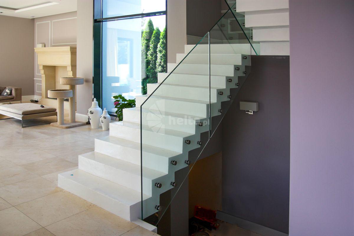 Balustadry szklane do schodów żelbetowych