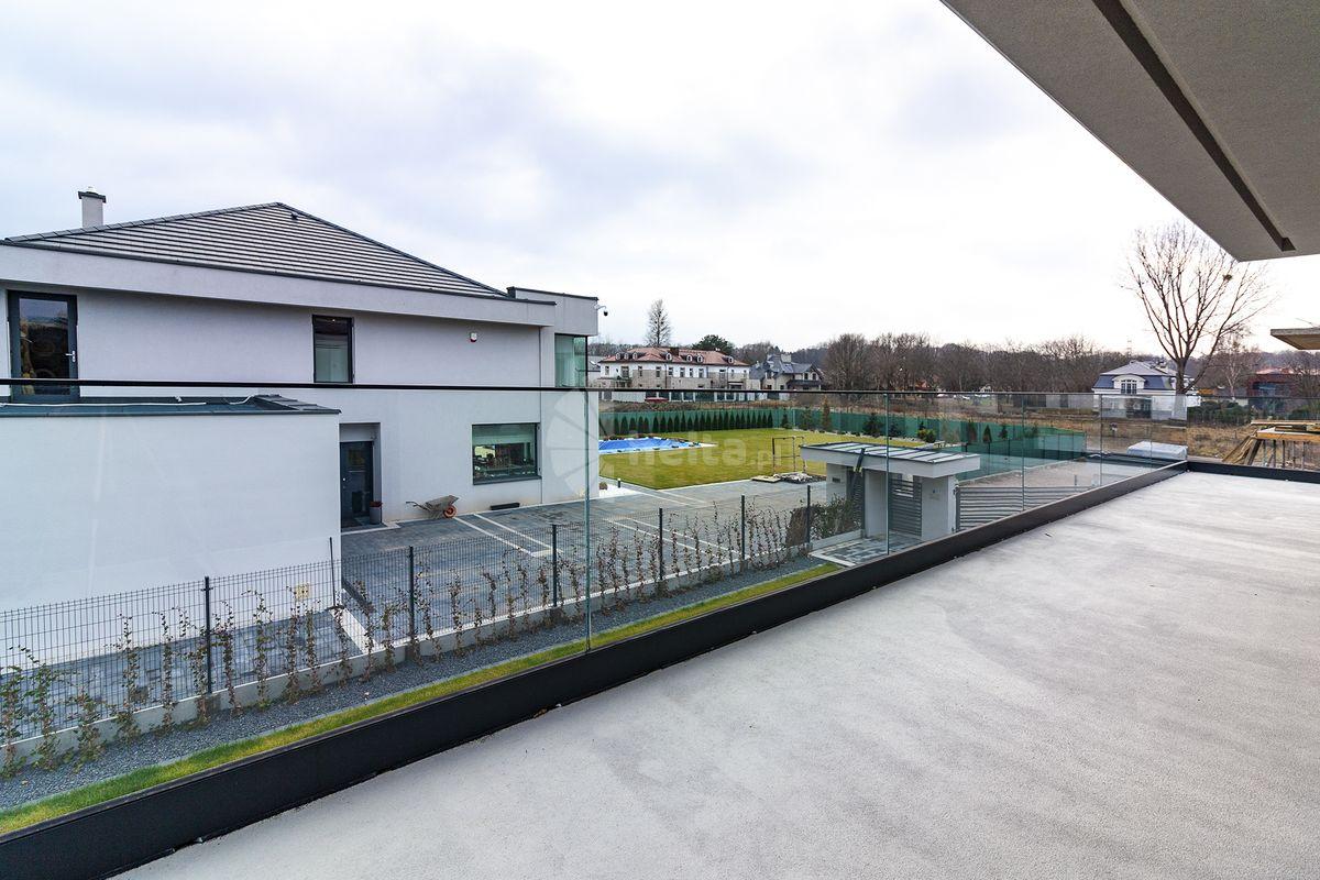 Balustrady balkonowe ze szkła