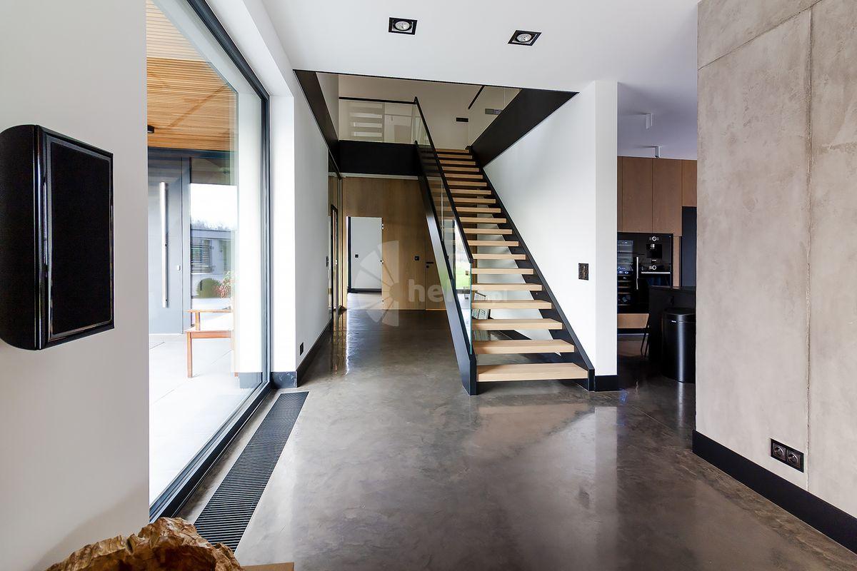schody jednobiegowe drewniane