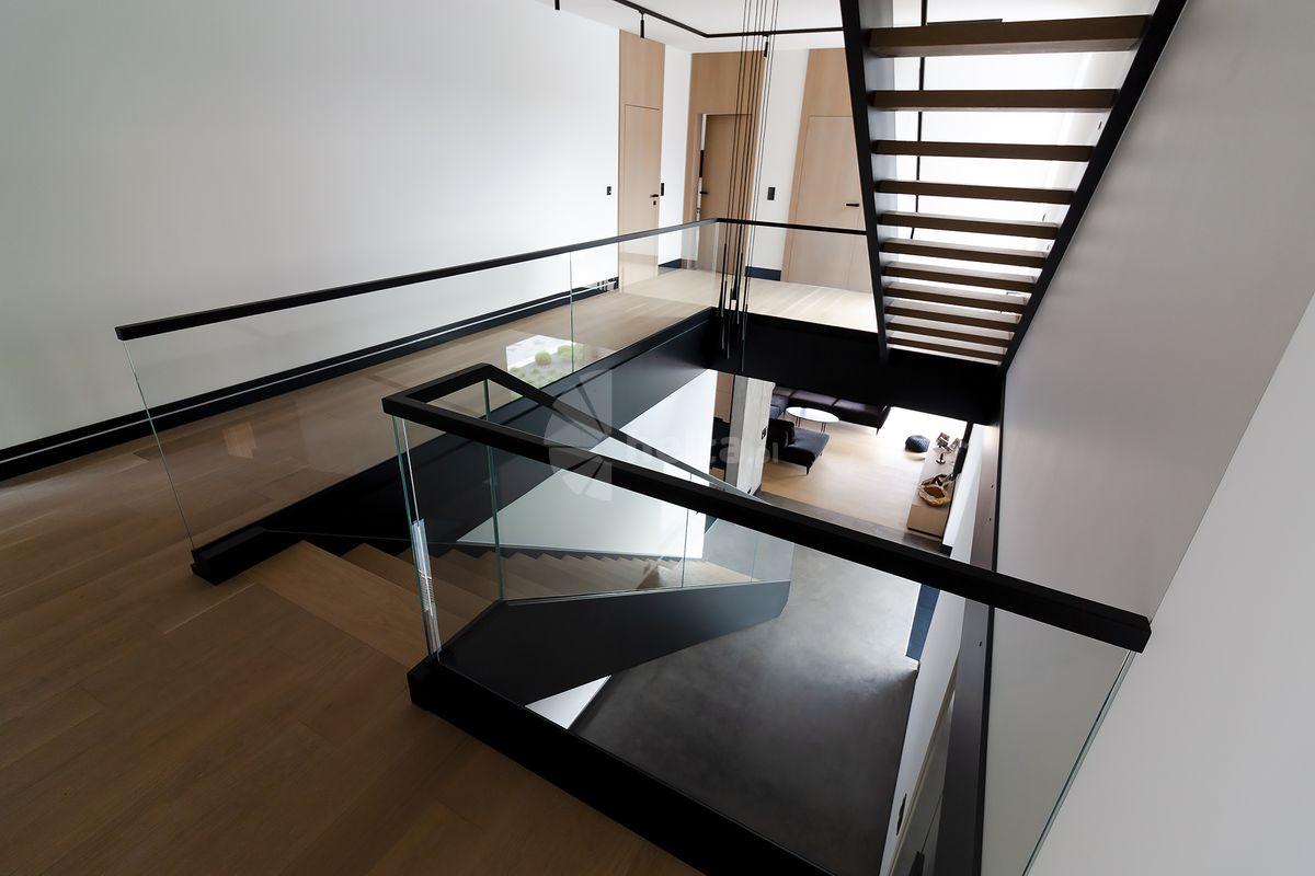 schody jednobiegowe w domu