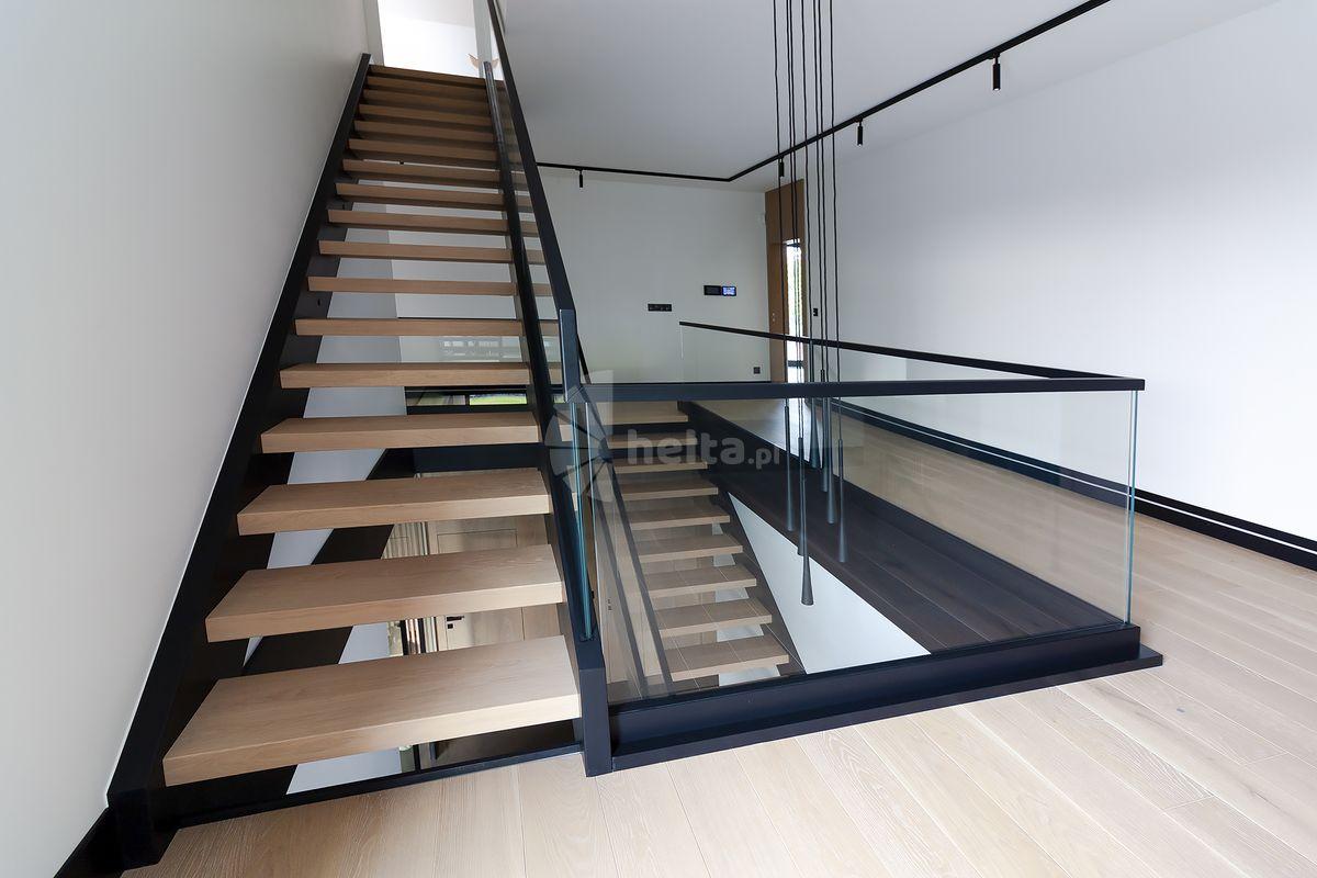 Stopnie schodowe z drewna dębowego