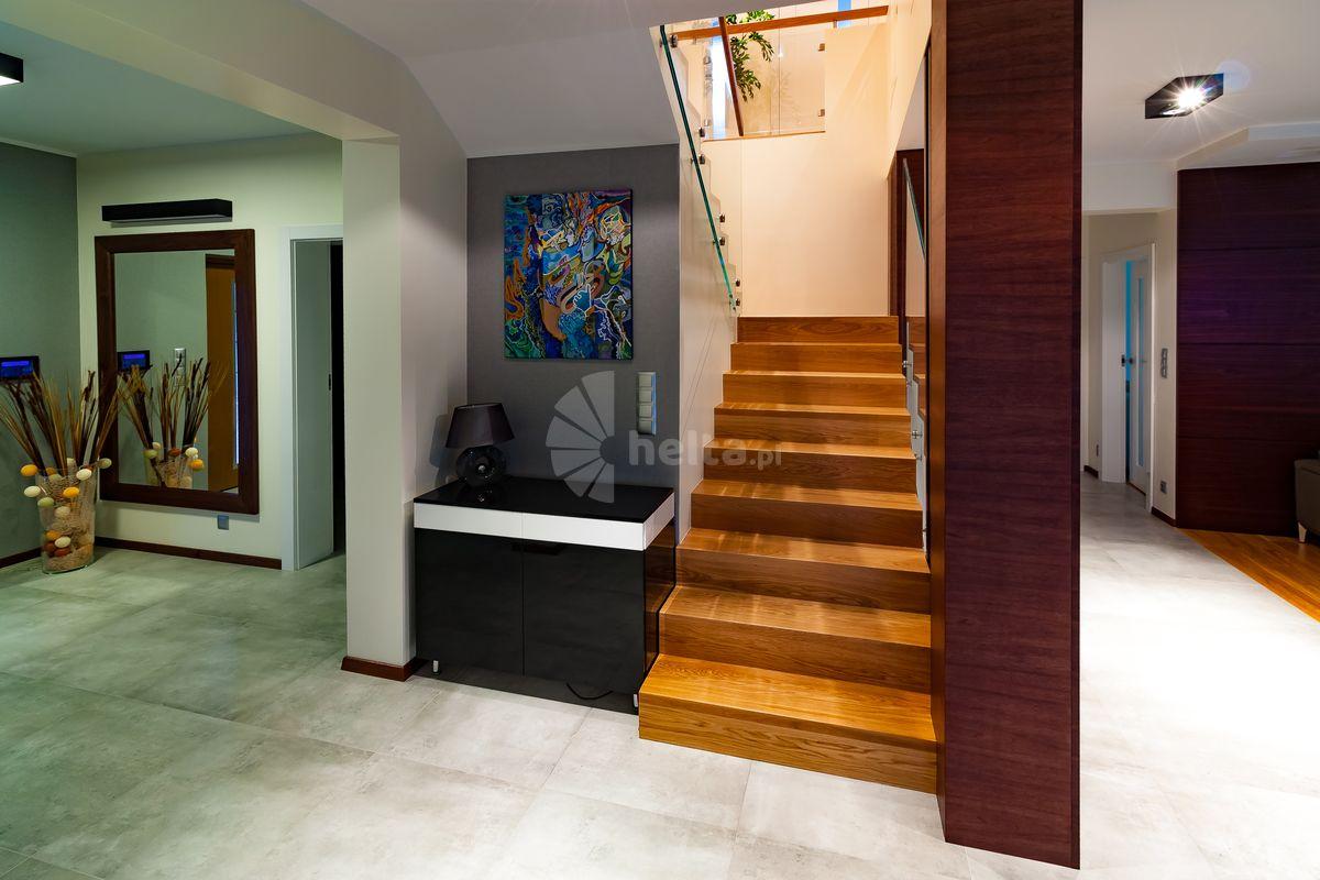 dębowe schody dywanowe na beton