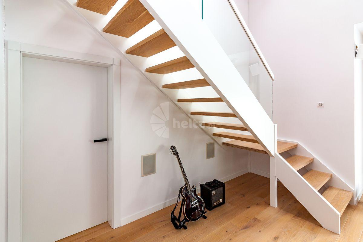 schody białe