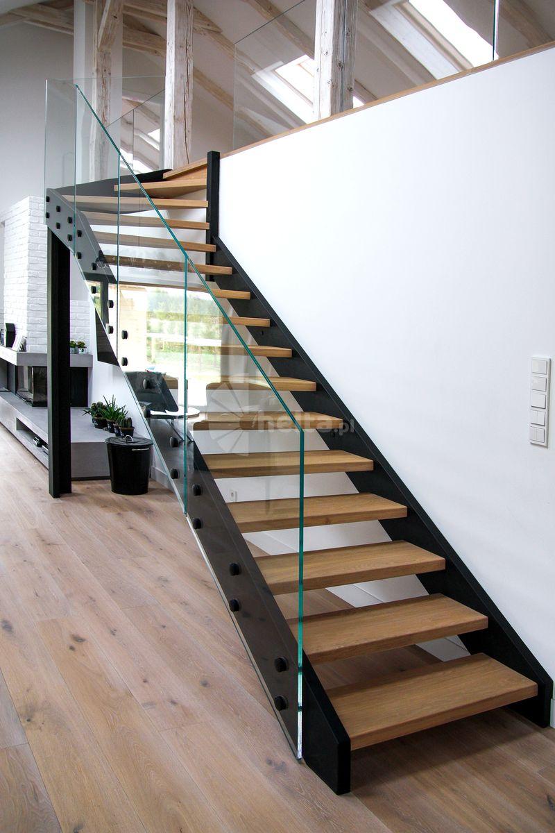 schody metalowe z balustradą