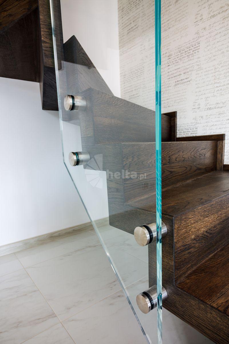 schody dywanowe kolor orzech