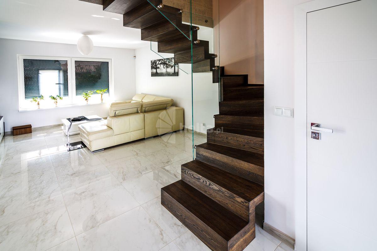 schody balustrady orzechowe