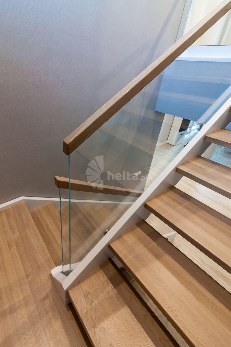 białe schody