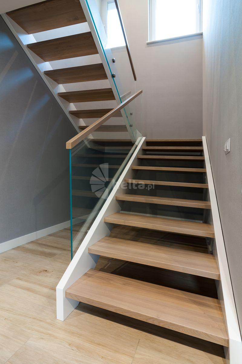 schody białe drewniane