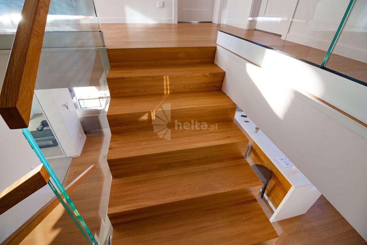 Drewno dębowe na schodach