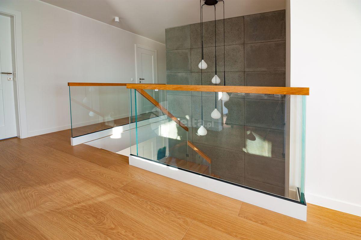 nowoczesne schody drewniane na beton