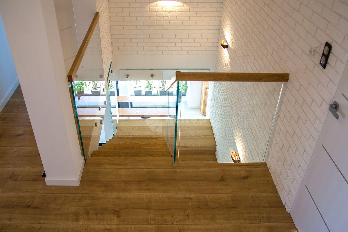 schody drewniane samonośne ze szkła