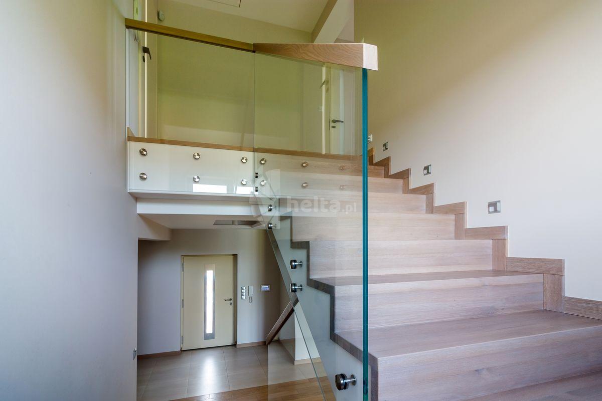 nowoczesne schody wewnętrzne drewniane