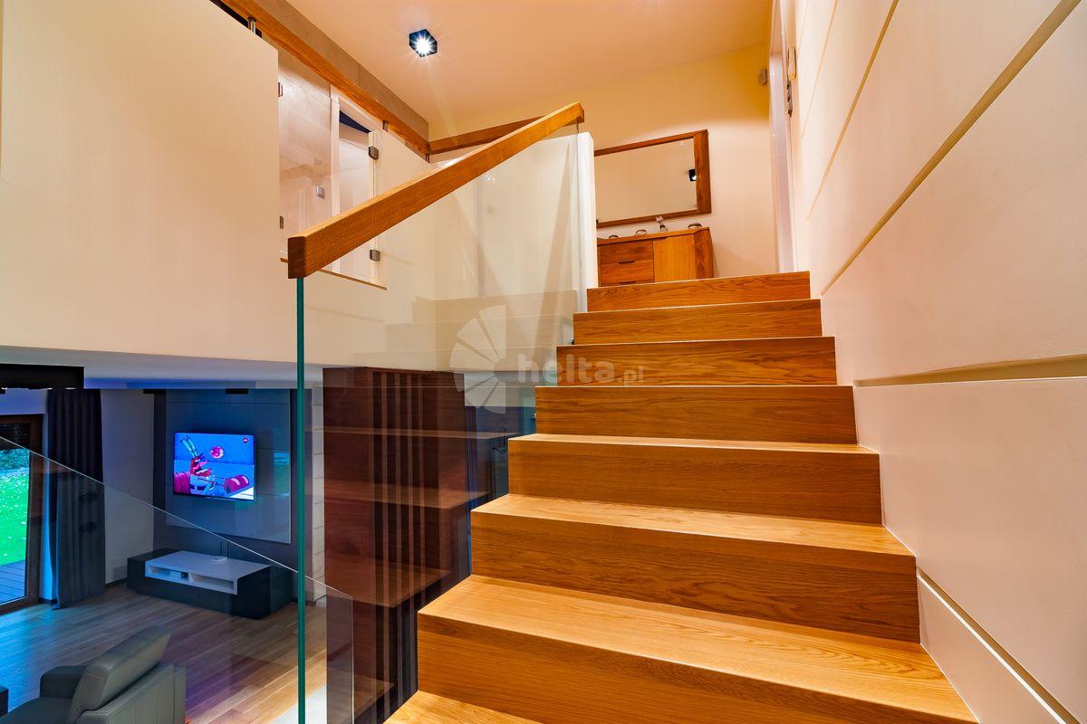 schody wewnętrzne drewniane na beton