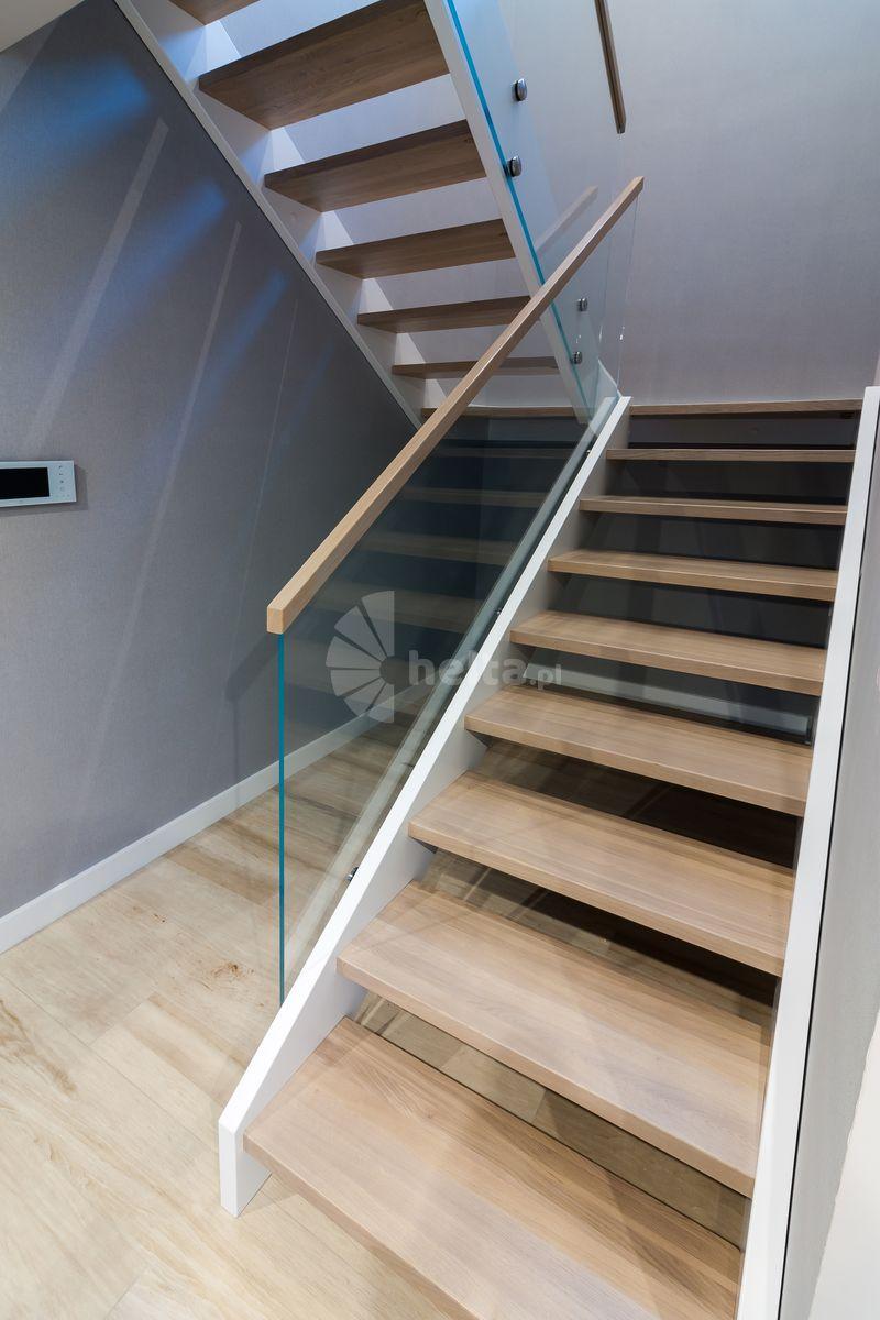 schody drewniane dwubiegowe z podestem