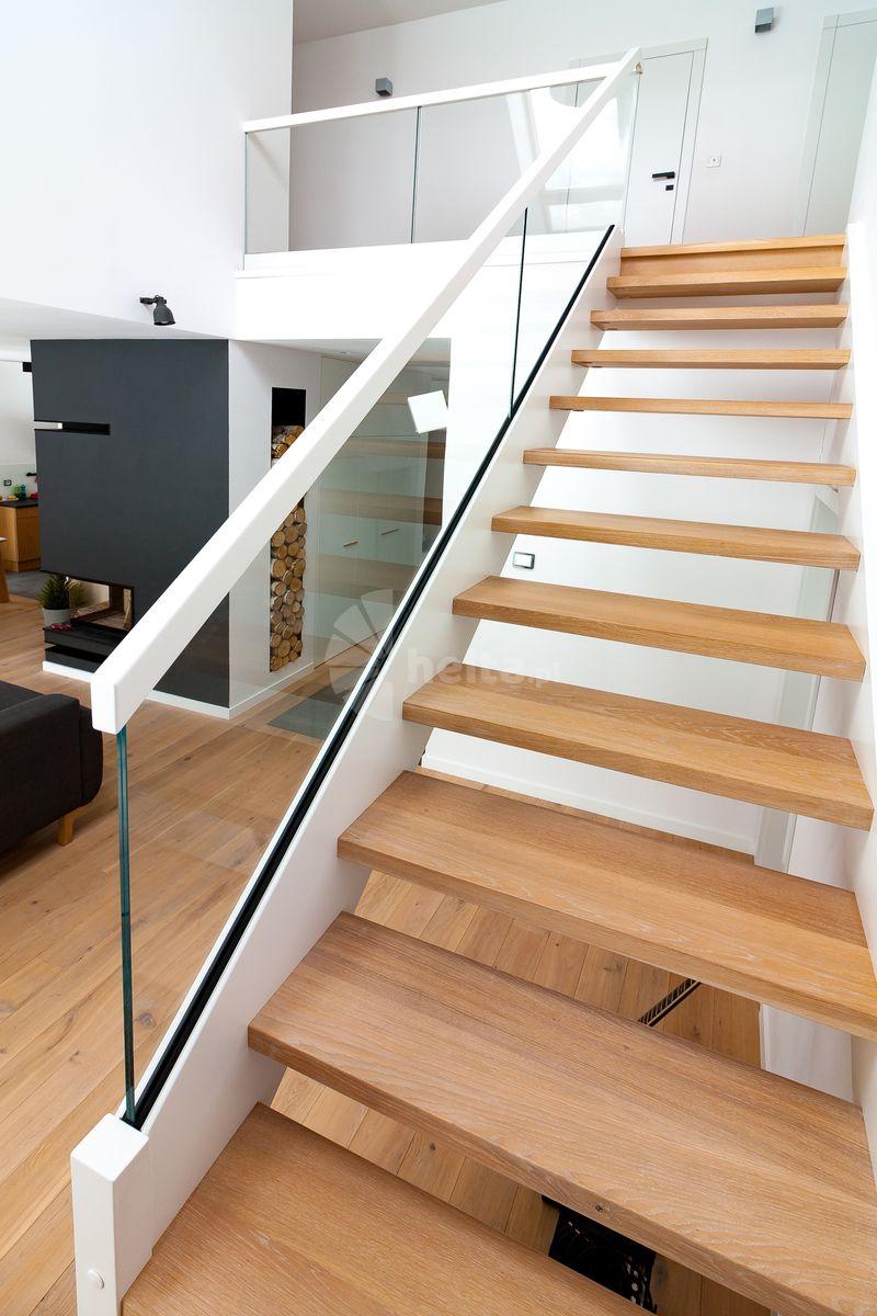 schody samonośne drewniane