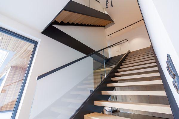 Drewniane schody stalowe