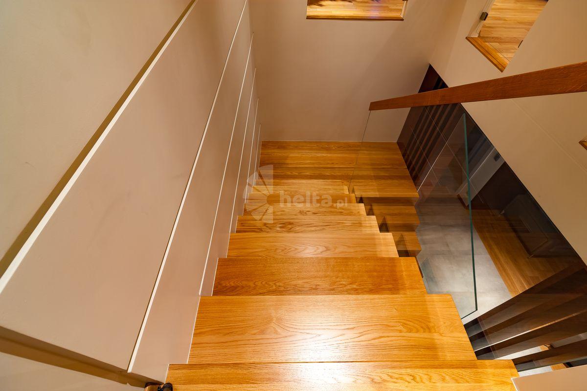 spocznik schody