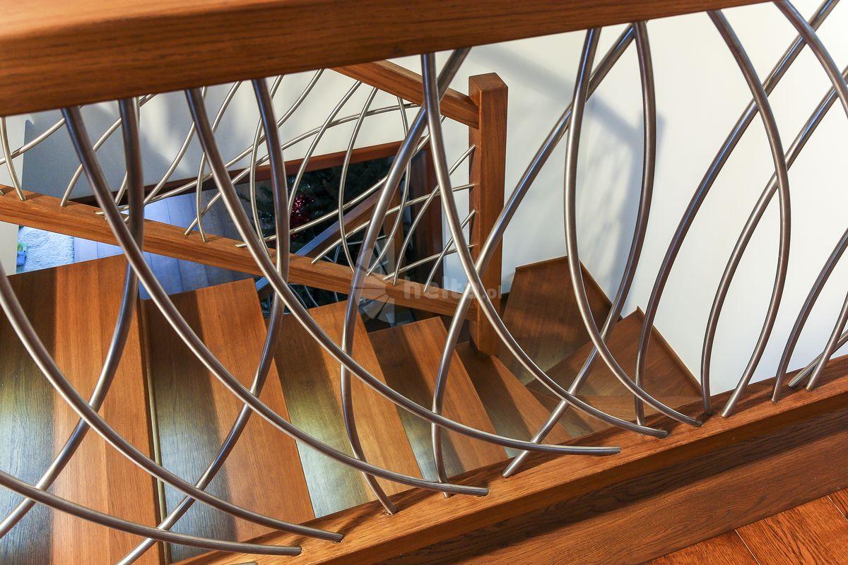 balustrada nierdzewna z drewnem