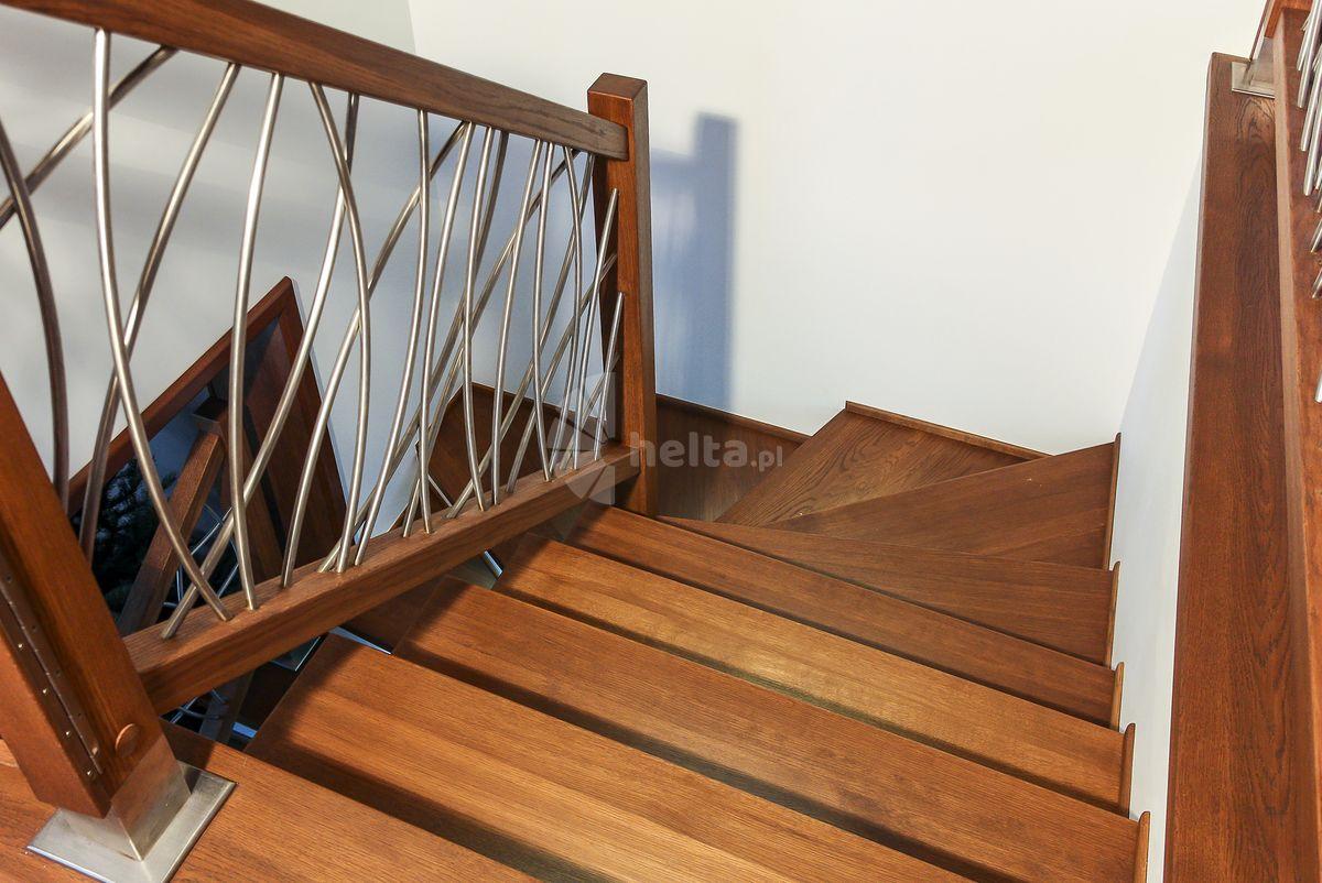schody drewniane balustrady ze stali nierdzewnej