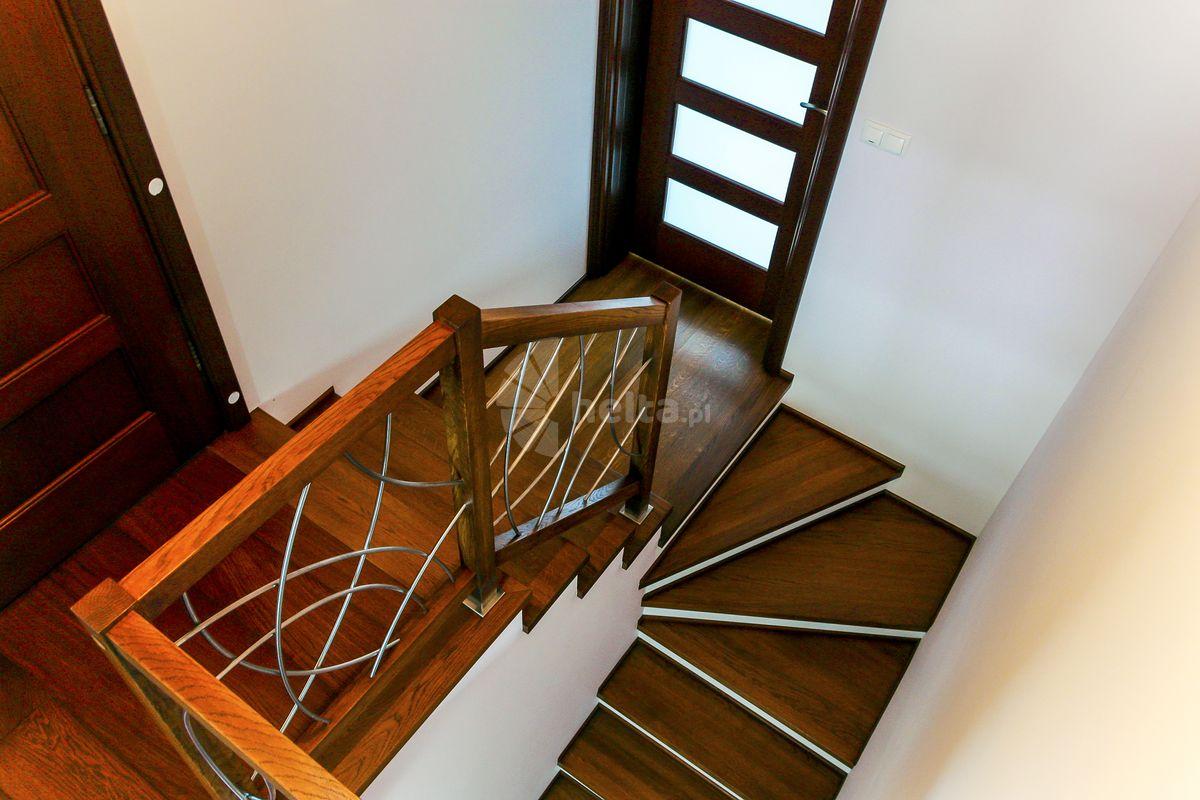 schody białe podstopnice