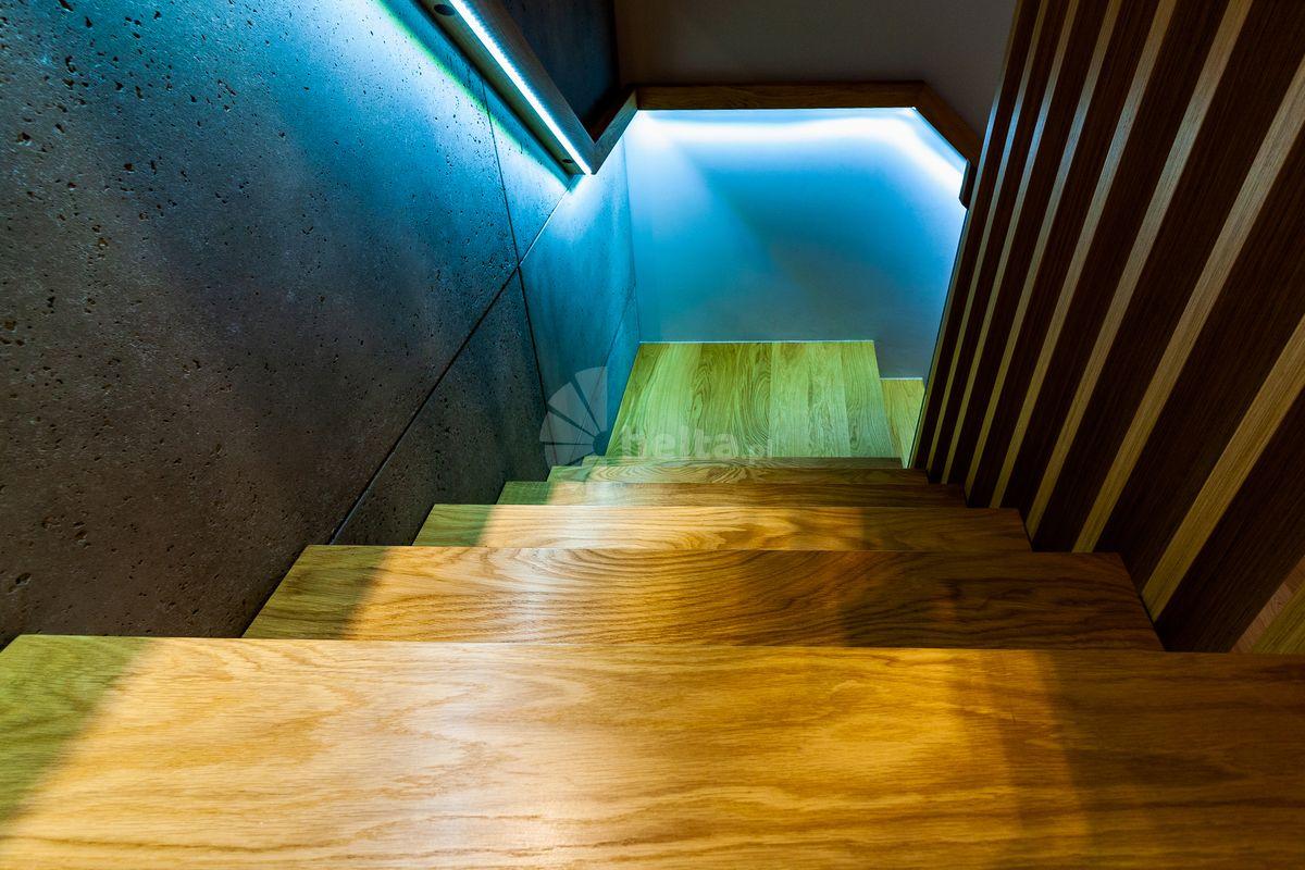 oświetlenie przy schodach