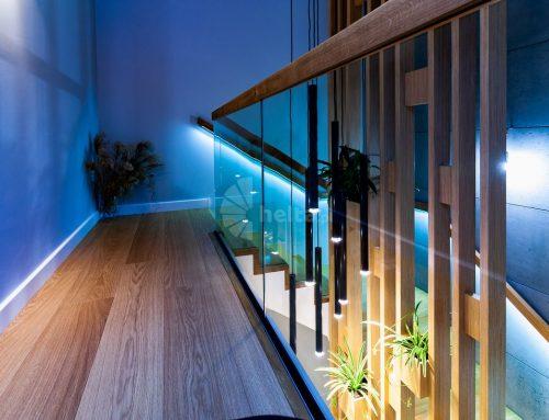 Klimatyczne oświetlenie schodów drewnianych