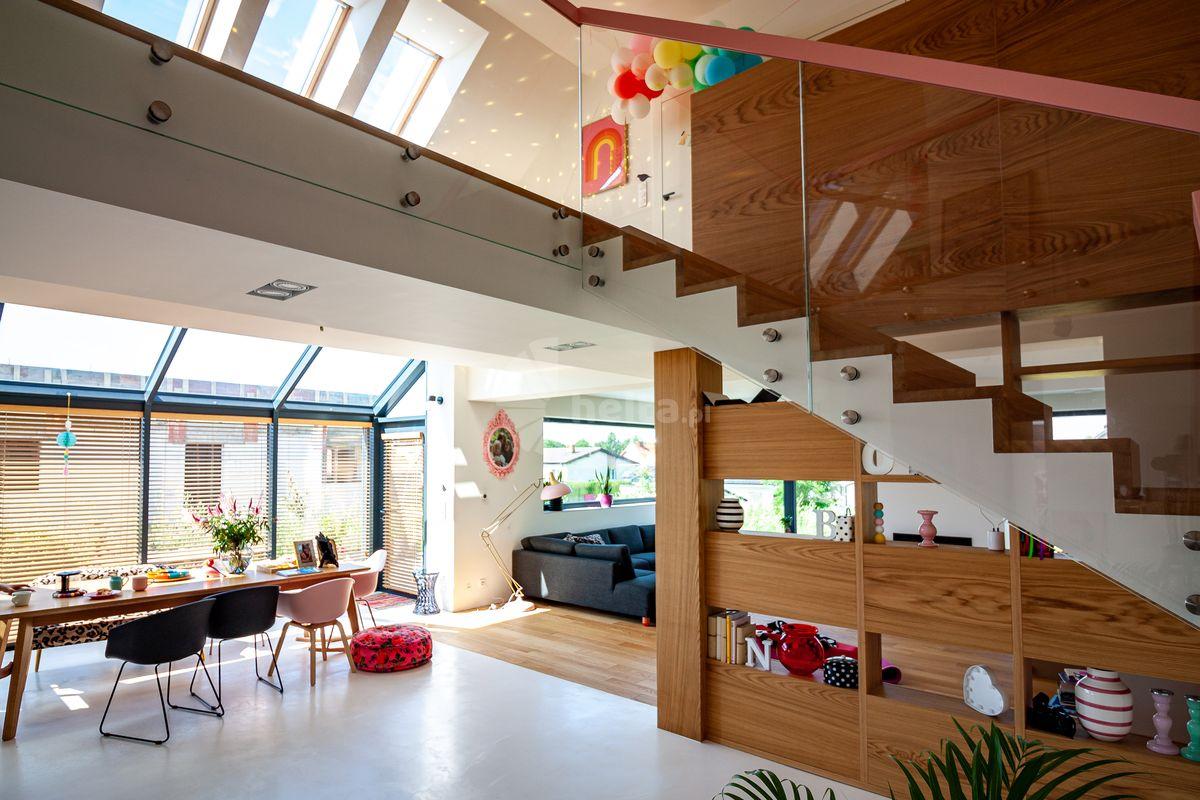 schody drewniane naturalne