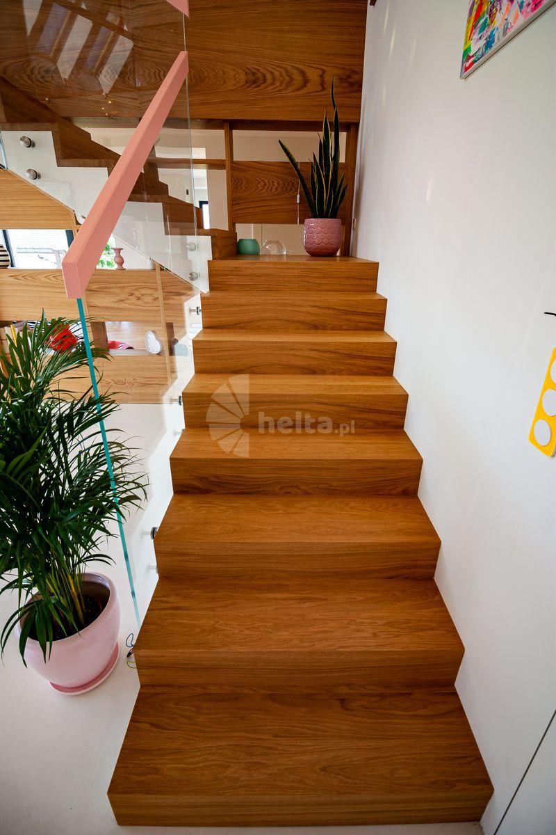 schody drewniane dąb naturalny