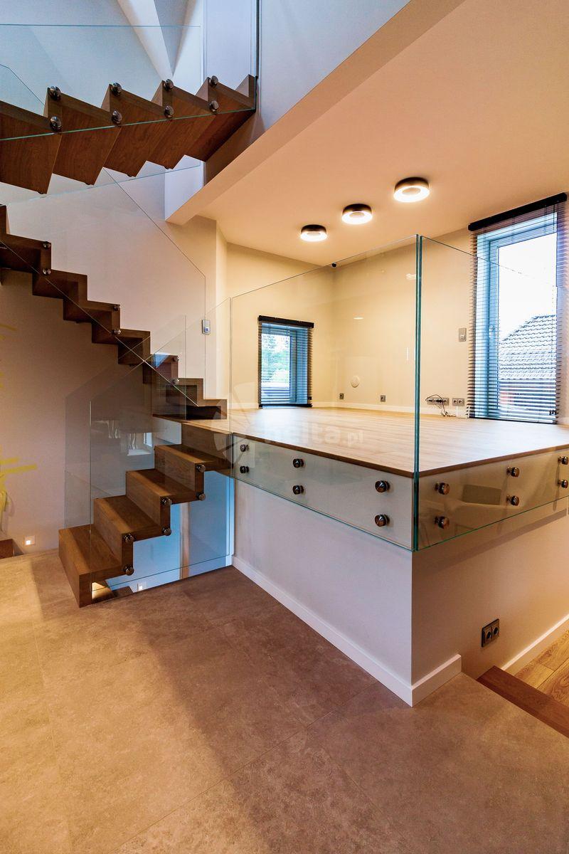 schody wolnostojące drewniane