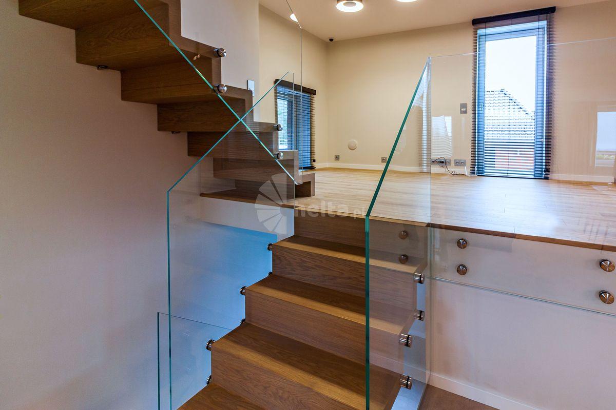 drewniane schody dywanowe