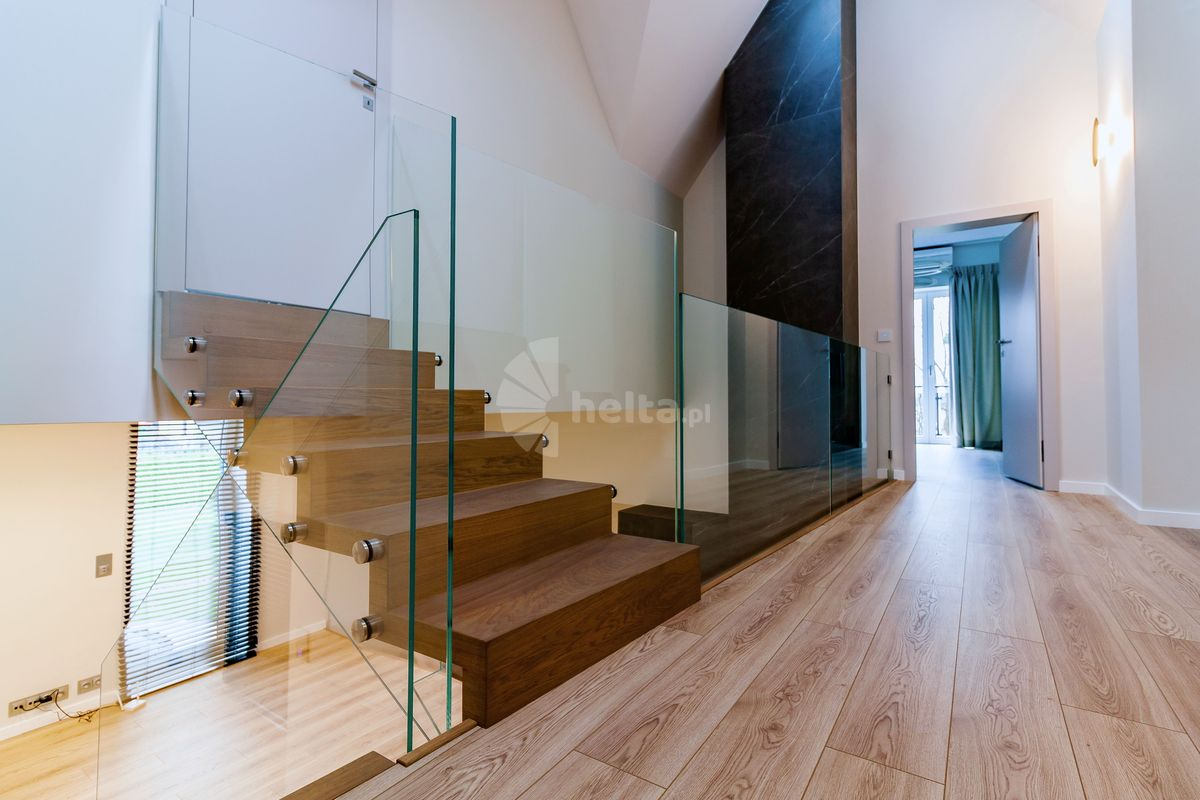 schody dywanowe samonośne dębowe